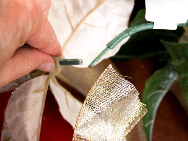 gold_poinsettia_ribbon_wreath_step_7