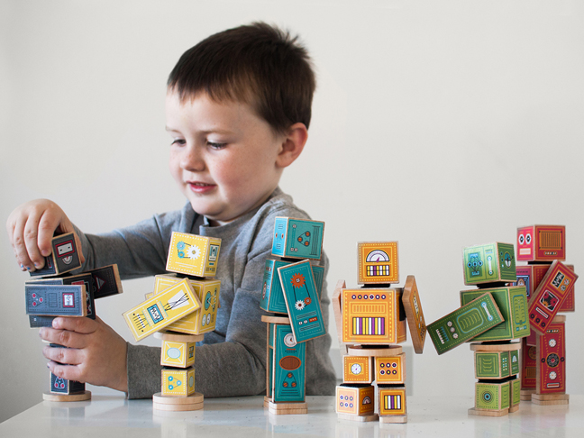 playing-robots-printables-boy-put-together