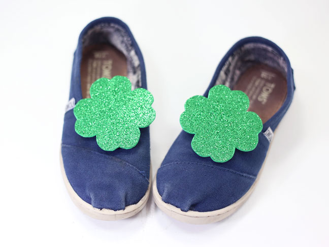 diy green shamrock shoe clips