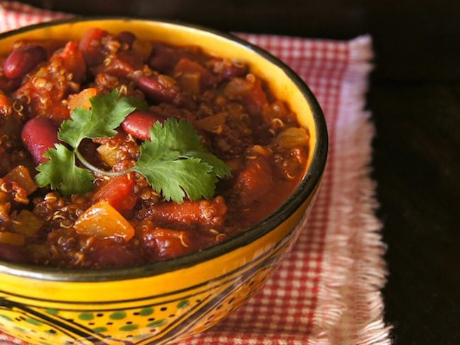 30-Minute Vegetarian Red Quinoa Chili - Momtastic