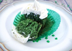 St. Patrick's Day: Green Velvet Cupcakes With Button Toppers