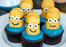 15 Easy-to-Make Minions Cupcakes & Cakes