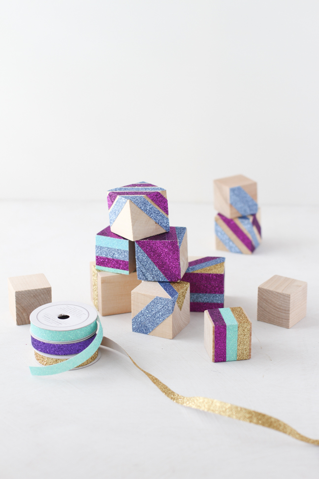 DIY // No-Mess Glitter Building Blocks for Kids