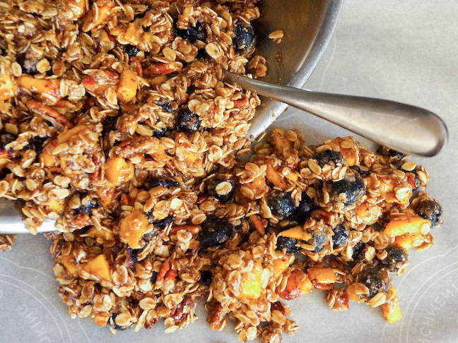 Blueberry-Peach-Cobbler-Granola-Recipe-PREP-1