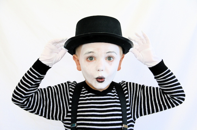 This mime costume is seriously so so easy. You probably have everything you need to put it together already! Add some face paint and a charismatic little ...  sc 1 st  Momtastic & Easy Last-Minute Halloween Costumes for Total Procrastinators