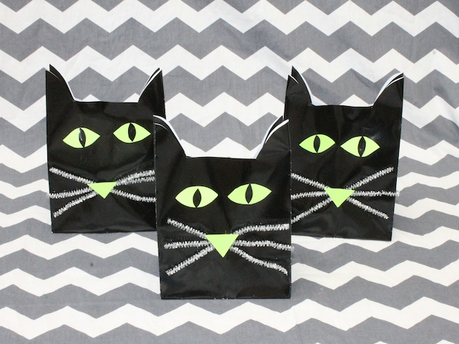 DIY: Halloween Cat Goodie Bag for Parties or Classroom Treats; kelly ladd sanchez; momtastic.com