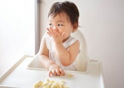 12 Yummy Finger Food Combos (& Tricks for Getting Baby to Dig In)
