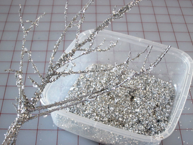 add_glitter_to_tree_branch