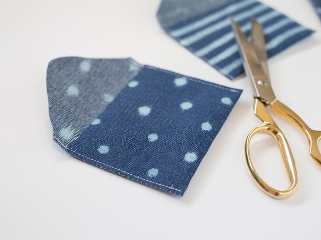 polka-dot-denim-coin-pouch-gold-scissors