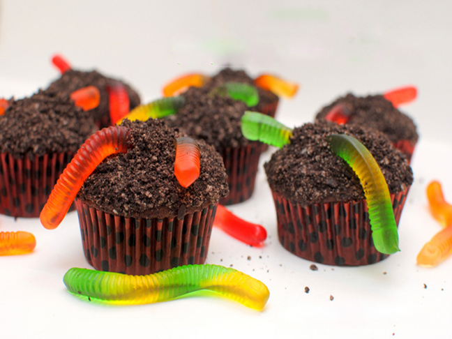 Pudding-filled-Dirt-Cupcakes1