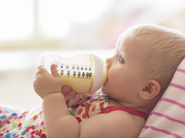 baby-drinking-bottle-feeding