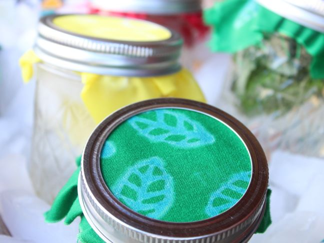 green-mason-jars-water-ice-bleach-leaf-diy-labels