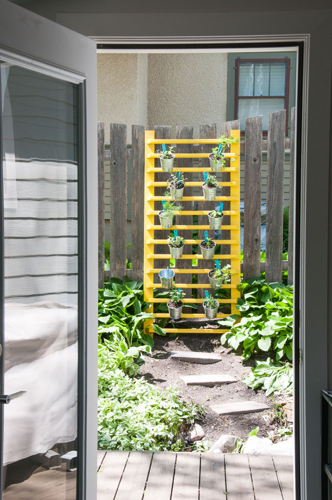 diy-vertical-herb-garden-1