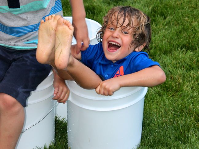 summer-backyard-games-white-bucket-ball-grass