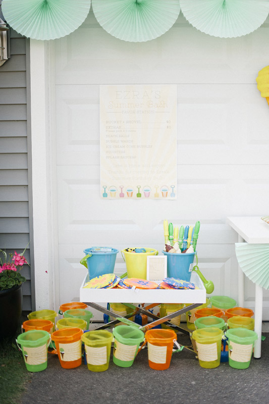 sand-buckets-party-favors-bubbles