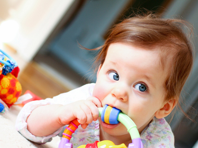 What teething symptoms should I look out for in my baby?