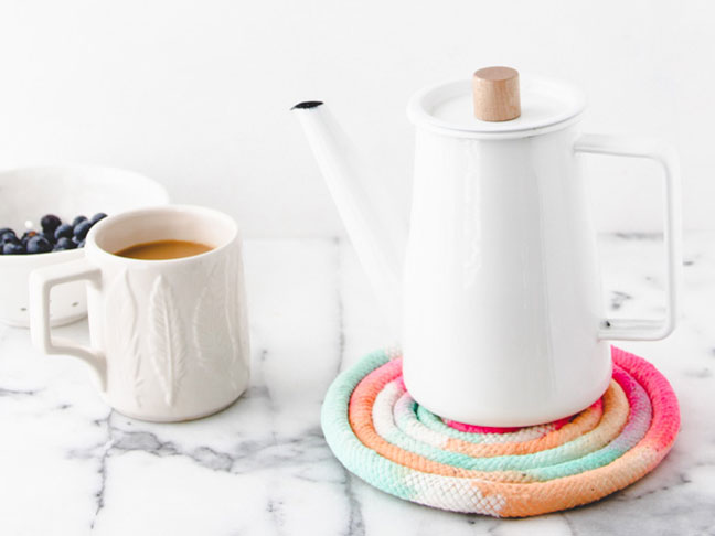 DIY // Colorful Trivet