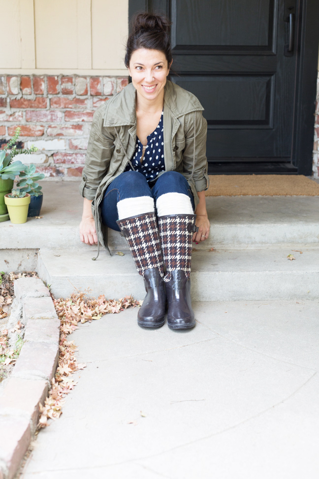 diy-boot-cuffs-fall-outfit-seated