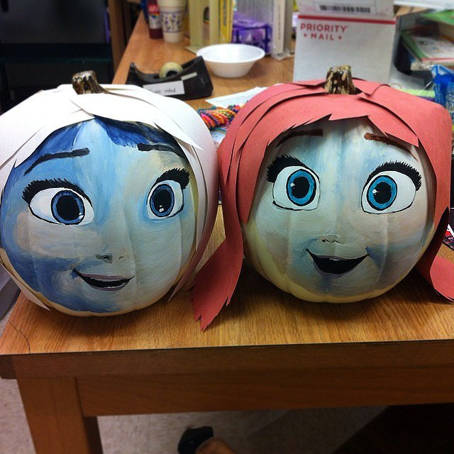 somewhat-sketchy-anna-elsa-pumpkins
