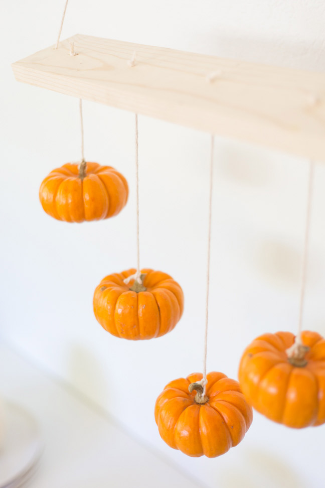 mini-pumpkins-hanging-decoration