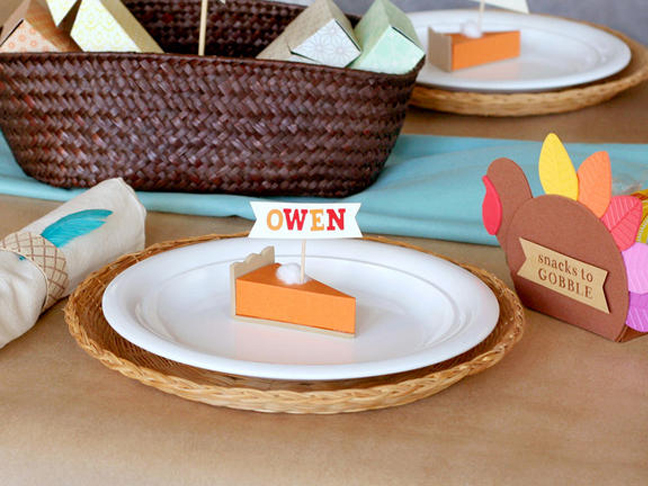 31 Creative Ways to Decorate the Kids' Table at Thanksgiving