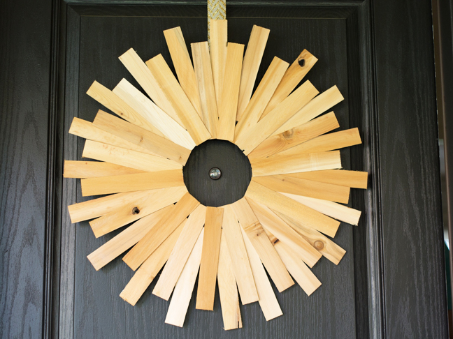 wood-starburst-holiday-wreath