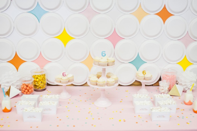 & How to Make a Retro Diamond Paper Plate Party Backdrop