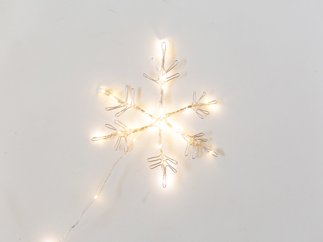 wire-snowflake-with-lights-wrapped
