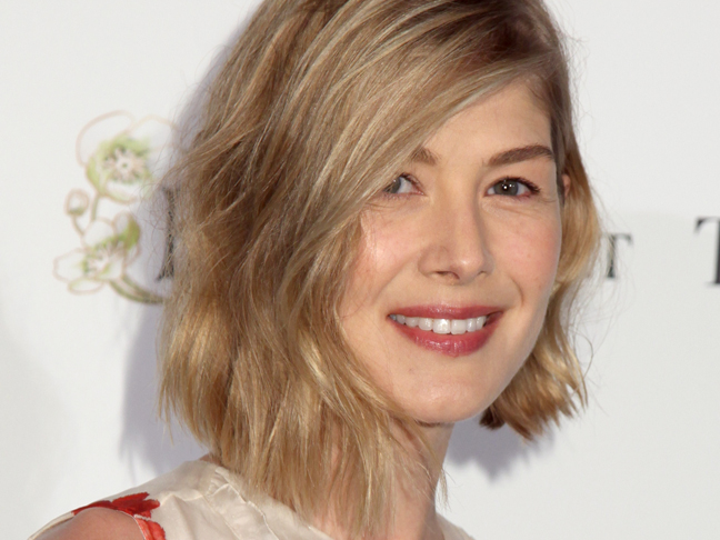 Rosamund-pike-beachy-waves-hairstyle