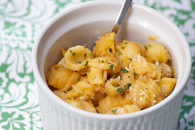mac and cheese with herbs in white dish