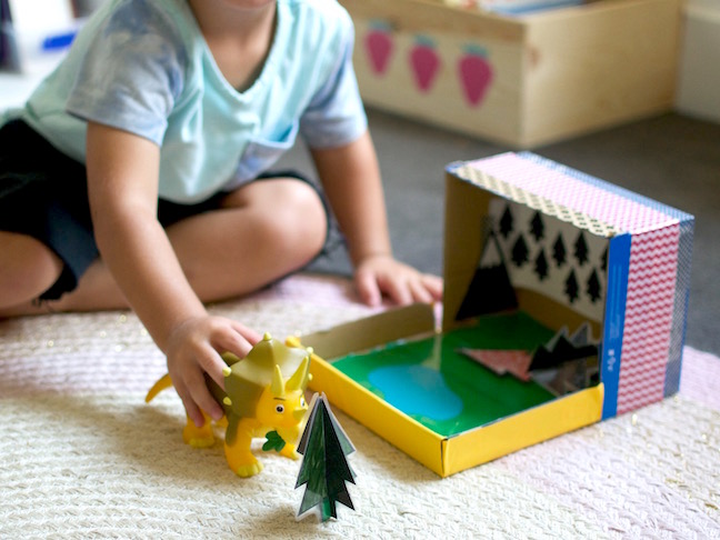 Dinosaur portable play box DIY 2