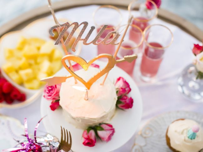 cake-gold-heart-flowers-pink
