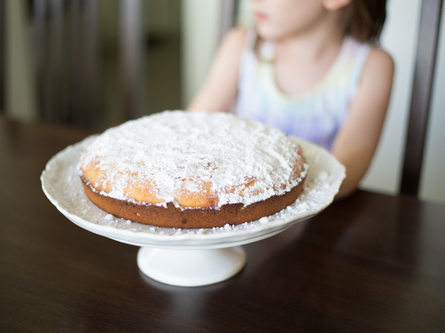 cake-powdered-sugar-girl