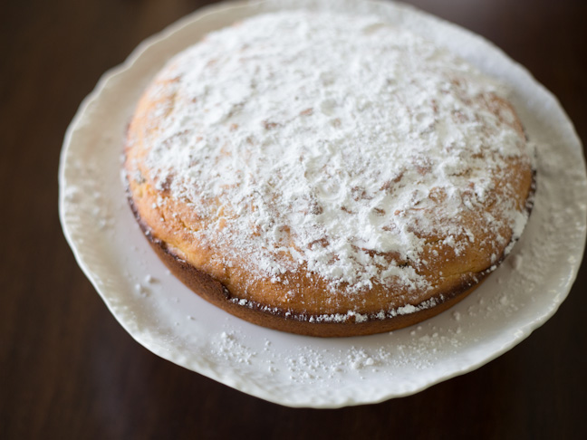 cake-powdered-sugar