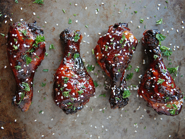 slow-cooker-sweet-and-stick-chicken-drumsticks
