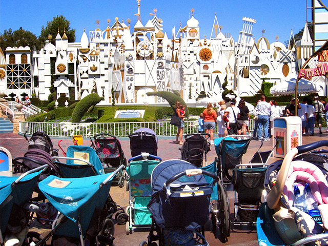 breastfeed-at-disney