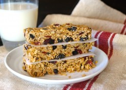 Chewy No-Bake Mixed Berry Granola Bar Recipe