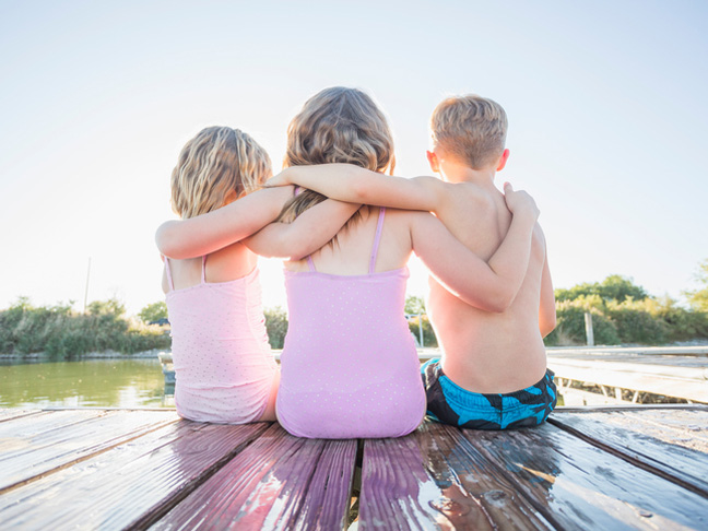 siblings-get-along-well-dock-swimsuits