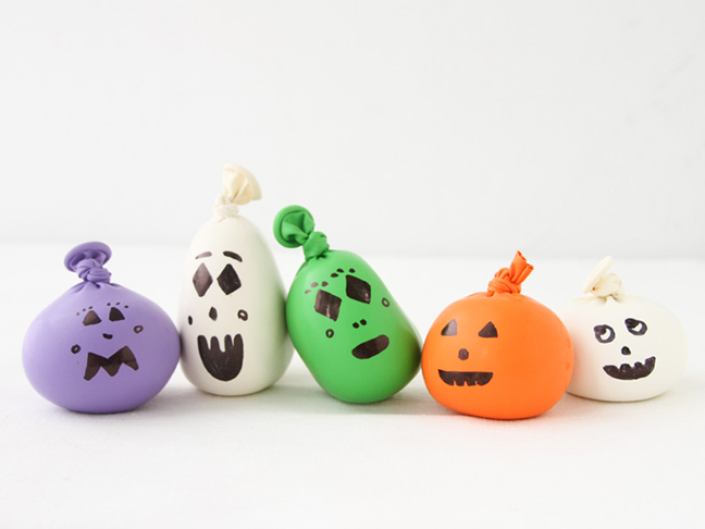 Halloween Kids DIY // how to make mini pumpkins with sand and balloons