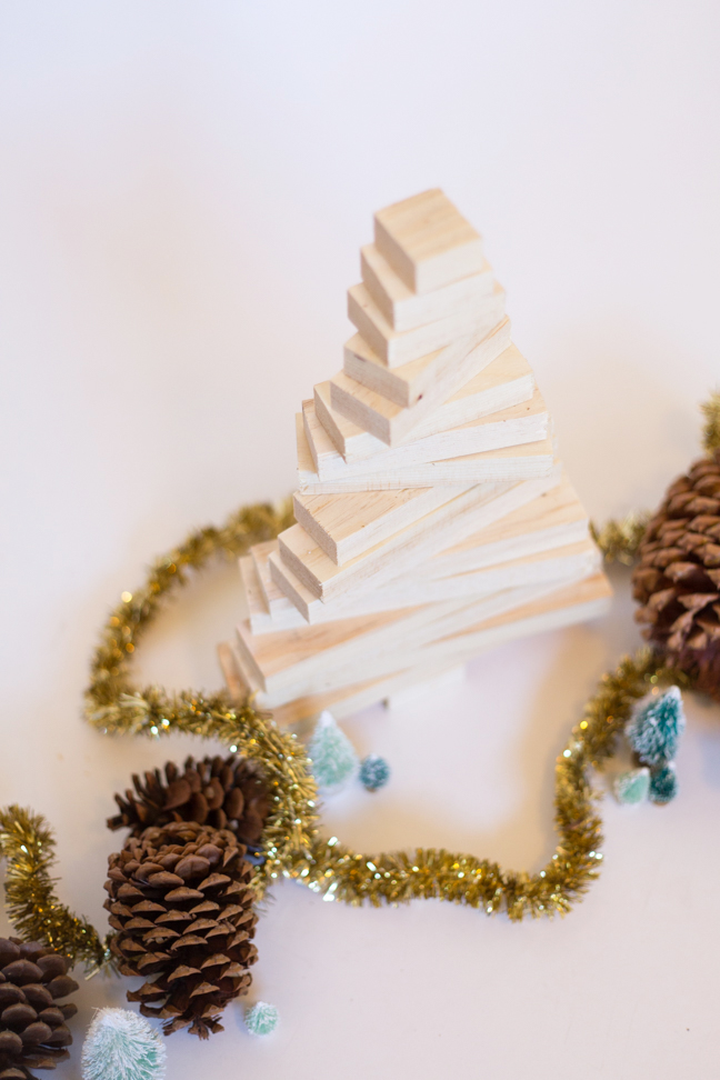 pottery-barn-inspired-wood-christmas-tree4