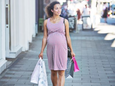 pregnant-woman-shopping