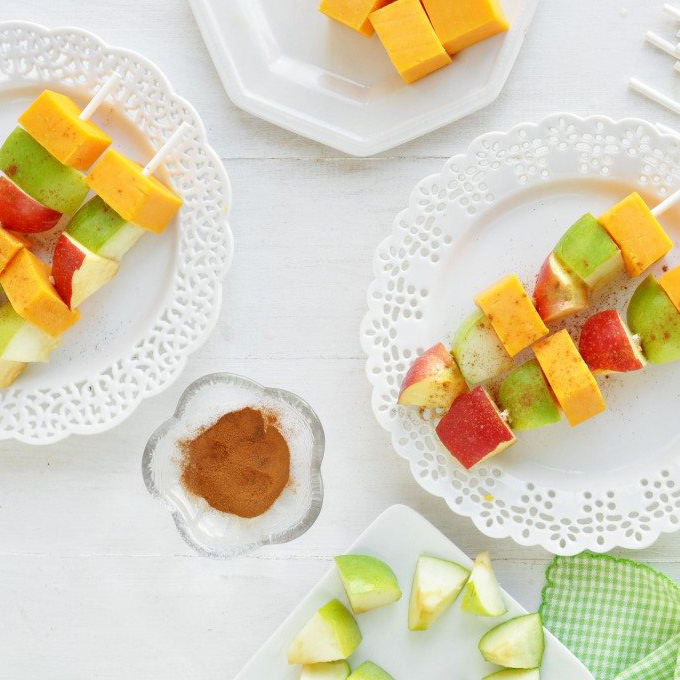 cheddar-apple-pie-kabobs-680x1024-2