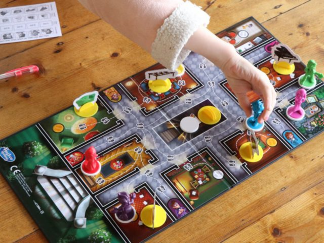 Play and learn with Cluedo Junior