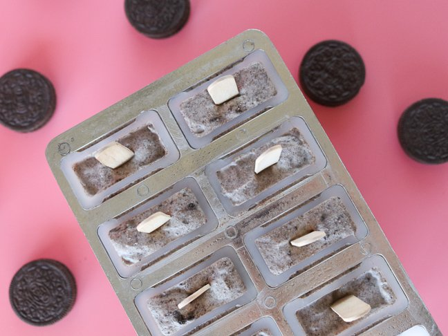 Healthier Popsicle Recipe: Cookies & Cream Yogurt Pops