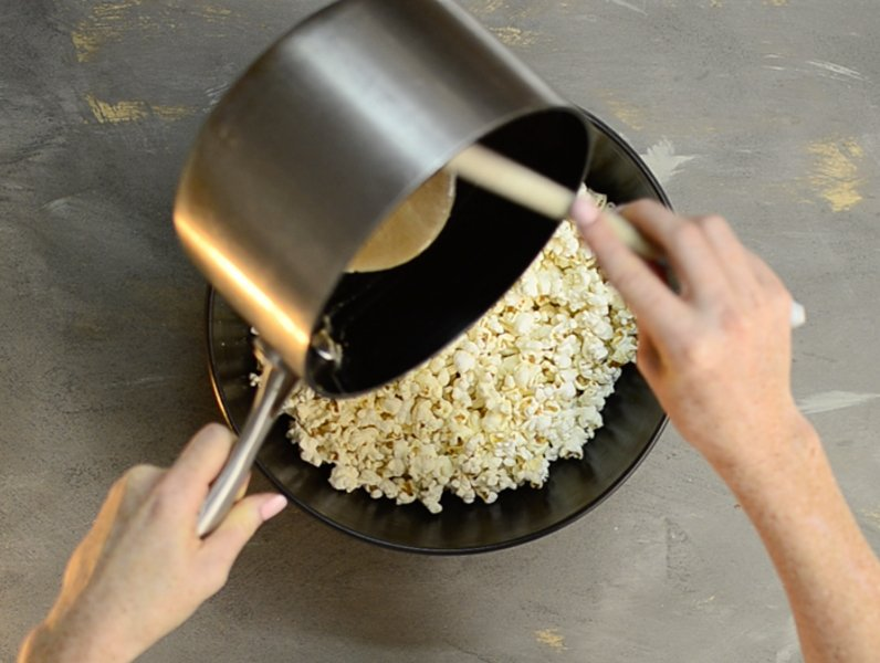 healthy-flavoured-caramel-popcorn-recipe-4