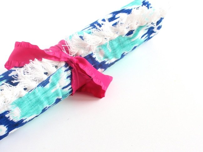 diy-travel-jewelry-case-rolled-up-with-a-pink-bow
