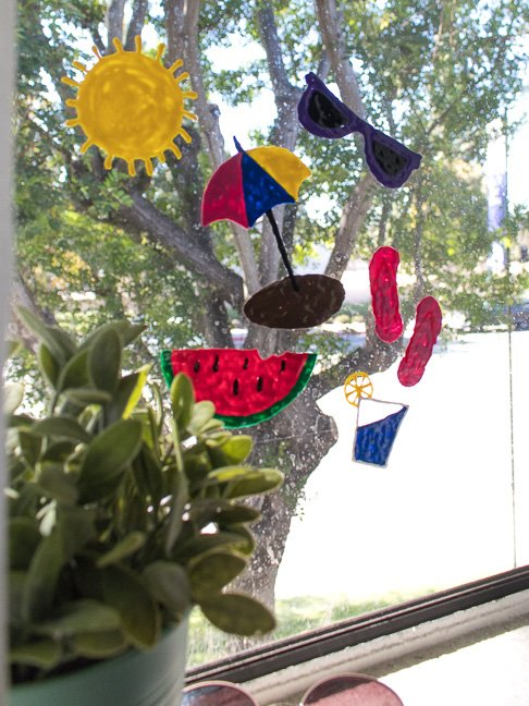 How to Make Window Clings with Puffy Paint