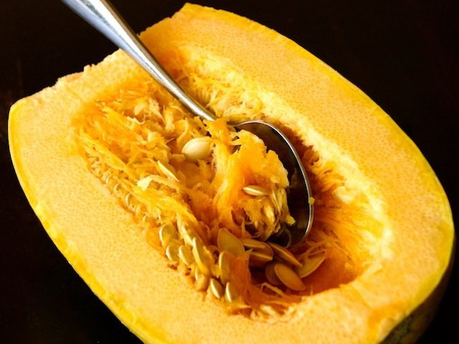spoon-seeds-spaghetti squash-yellow