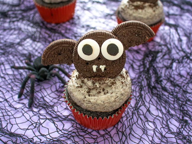 Cute Creepy Halloween Cupcakes With Oreo Bat Toppers