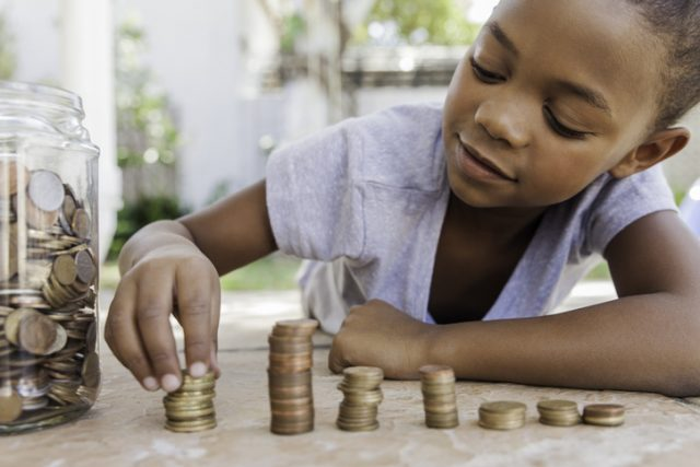 5 Easy Ways to Teach Your Kid About Money